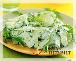 Салат из свежих огурцов в сметане