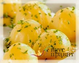 Картофель отварной с маслом и чесноком