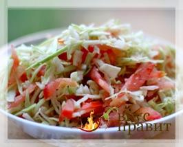 Белокочанная капуста с помидорами и жареным мясом